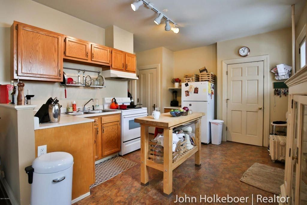 100 One Bedroom Apartments In Grand Rapids Mi Apartment Unit 4 At 263 Hollister Avenue Se